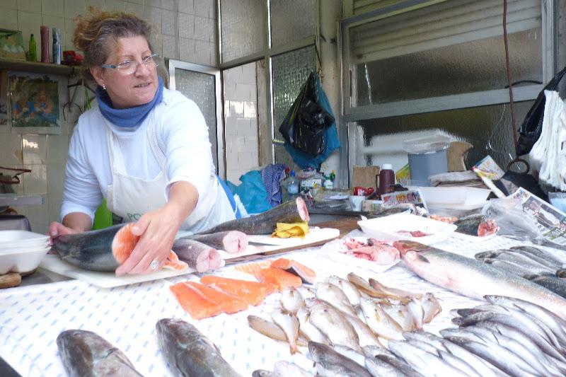 Porto, tržnice: ryby, víno, zelenina, suvenýry