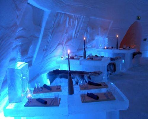 Restaurace v ledovém hotelu Lainio Snowvillage