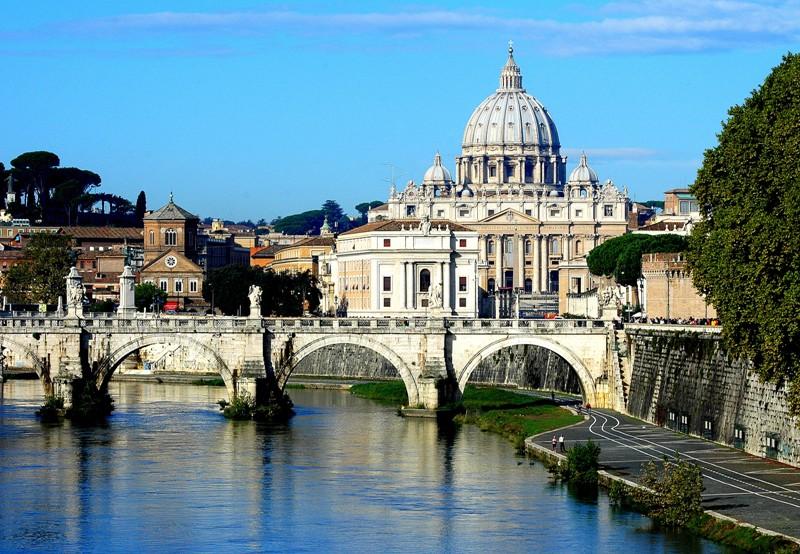 Vatikán a řeka Tiber v Římě