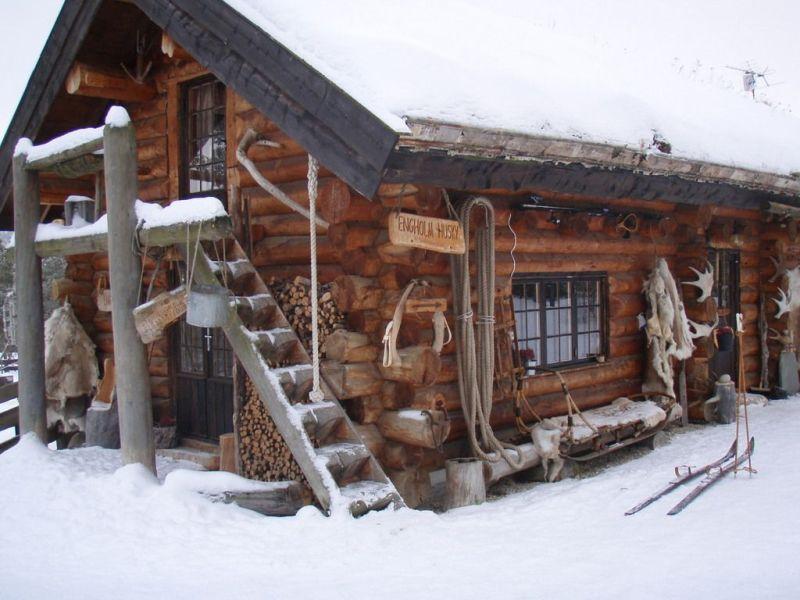 Srubová základna v Engholm Husky
