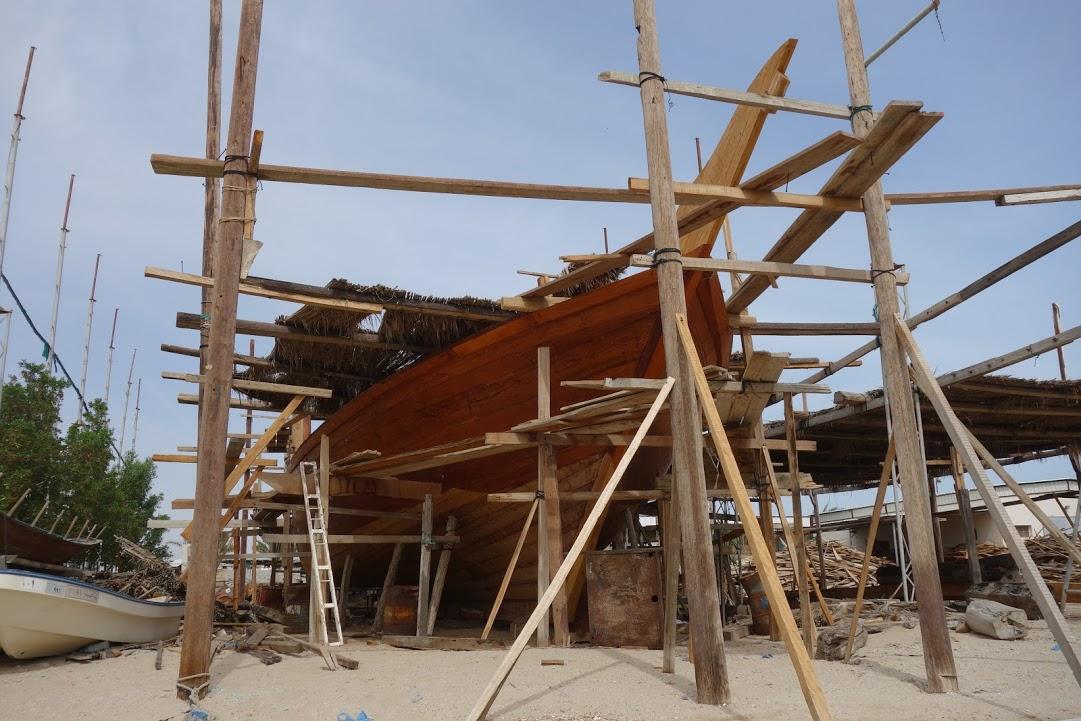 Stavba lodi dhow v Suru