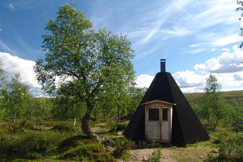 Tradiční ubytování pastevců ve finské lavvu