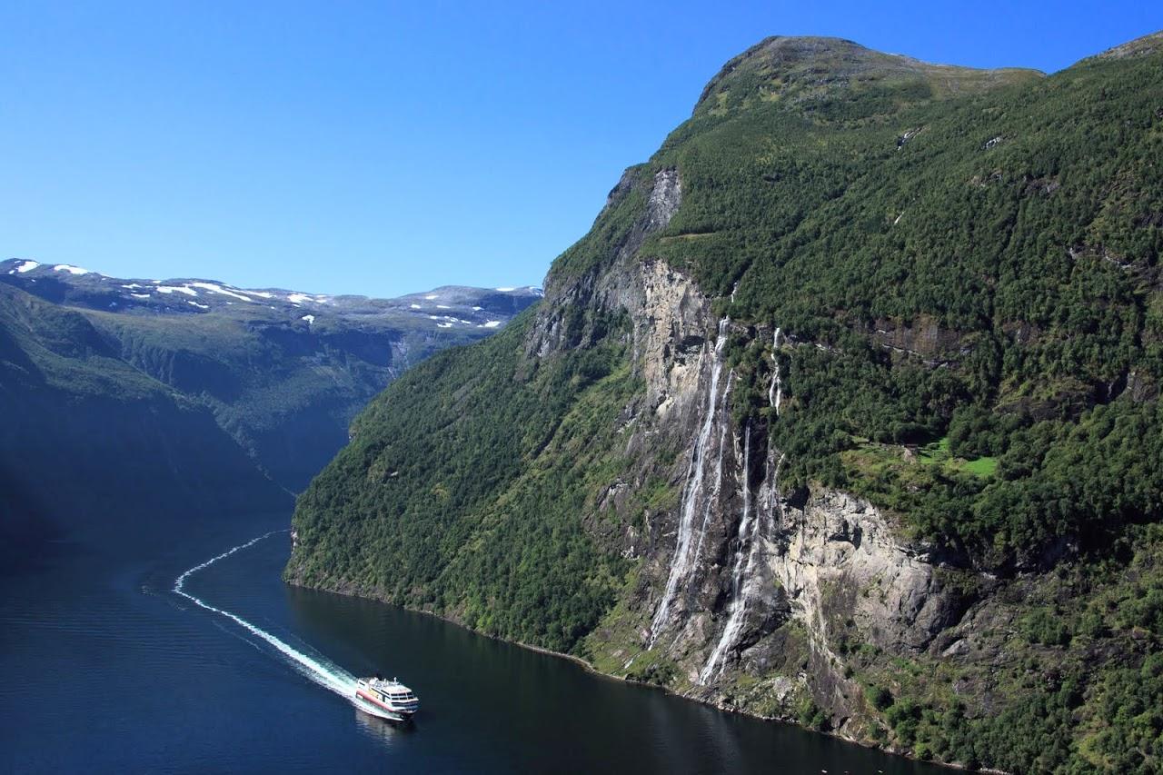 01-NORSKO - JIH / Vodopád Sedm sester v Geirangerfjordu